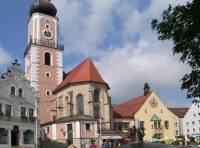 Sehenwürdigkeiten Oberpfalz Stadt Cham Marktplatz und Kirche